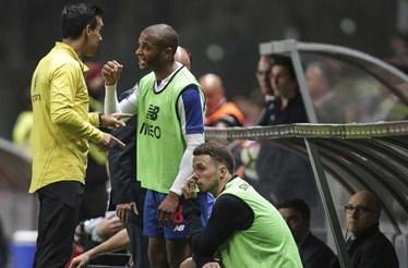"""FC Porto chama Tiago Antunes de mentiroso e promete continuar a denunciar """"polvo fascista"""""""