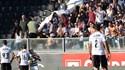 Cadeira e garrafas atiradas a Coentrão valem multa pesada ao V. Guimarães
