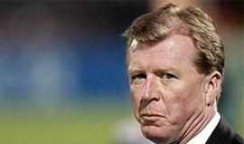 FA decide entre McLaren e Scolari