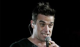 Robbie Williams dá voz pela Inglaterra