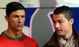 Ronaldo manda cabeleireiro retocar... a sua estátua de cera