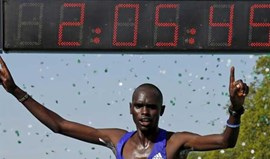 Mark Korir vence Maratona de Paris