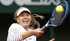 Campeã Sharapova segue para a terceira ronda