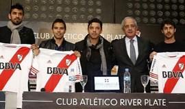 Lucho González e Saviola apresentados no River Plate