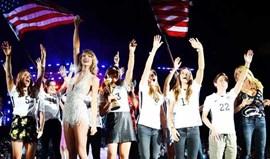 Jogadoras dos EUA comemoram título com Taylor Swift