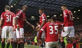 Man. United volta às vitórias e mantém-se perto da frente