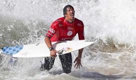 Gabriel Medina ajuda a acabar com sonho de Vasco Ribeiro