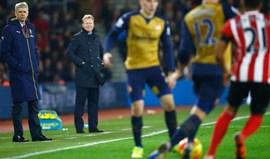 Koeman viu Wenger a questionar o árbitro e... passou-se