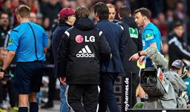 Treinador do Leverkusen castigado com três jogos