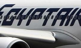 Avião da Egyptair desviado por piratas do ar aterra em Chipre