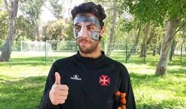 Ventura volta aos treinos com máscara protetora