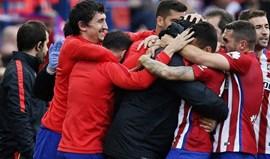 Atlético Madrid vence e pressiona Barcelona