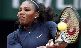 Serena Williams segue tranquila para os quartos de final