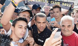 Dani Alves 'chama' por Javier Mascherano