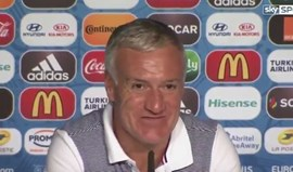 Deschamps impressionado com as... tabletes de chocolate de Ronaldo
