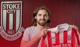 Joe Allen assina pelo Stoke City