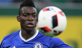 Christian Atsu ruma ao Newcastle