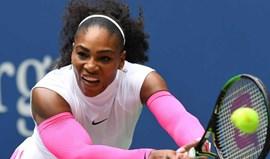 Serena Williams nos 'oitavos' com recorde de vitórias em Grand Slams