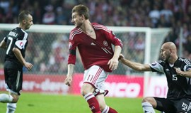 Nicklas Bendtner a caminho do Nottingham Forest