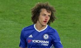 E no regresso à Premier League... David Luiz fica a sangrar