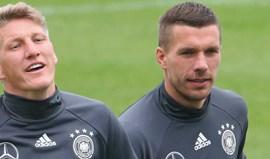 Podolski ataca Mourinho em defesa de Schweinsteiger