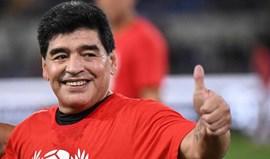 Record apresenta o livro de Maradona