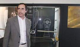 José Eduardo Simões sobe a parada pela antiga sede