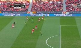 Tondela marcou na Luz mas o árbitro assinalou fora de jogo