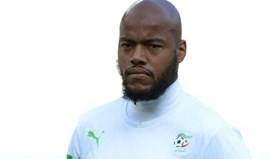Rennes contrata internacional argelino M'Bolhi