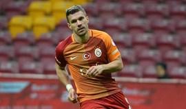 Podolski marca cinco golos e imita... Jardel