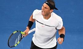 Nadal junta-se a Federer na final