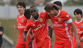 Benfica goleia V. Setúbal e segue na frente