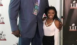 São 'só' 100 quilos e 71 centímetros que separam Simone Biles desta lenda da NBA