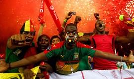Jogadores dos Camarões condecorados pelo presidente do país