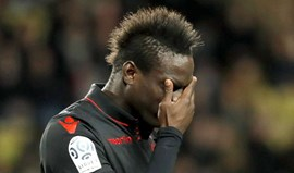 Nice sobe ao 2.º posto numa partida em que Balotelli acabou expulso