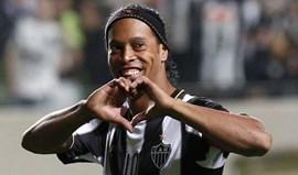 FIFA 17: Afinal Ronaldinho Gaúcho está lá...