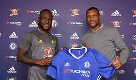 Victor Moses renova contrato com o Chelsea