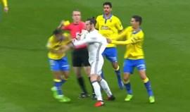 Um 'valente' empurrão custou a expulsão a Gareth Bale