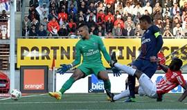 PSG vence e pressiona Monaco