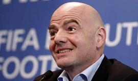 Presidente da FIFA elogia Barcelona e 'recupera' tema do video-árbitro