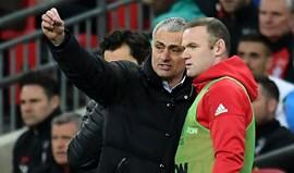 Rooney enfrenta  a sua besta... azul