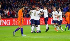 Bas Dost suplente na derrota da Holanda