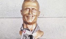 V. Guimarães também quis mudar o busto de Ronaldo...
