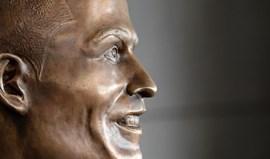 Se acha a estátua de Ronaldo estranha, veja bem estas e responda ao nosso Quiz