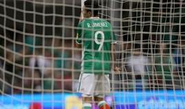 Raúl Jiménez falha embatecom o FC Porto