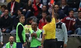 Brahimi suspenso por dois jogos
