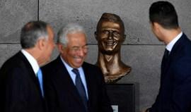 Kátia Aveiro diz que, ao vivo, Ronaldo é parecido com o busto