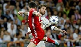 Sergio Ramos pede a Piqué que rebobine a cassete do jogo com o PSG em Camp Nou