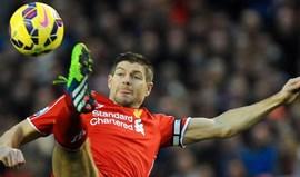 Gerrard, Carragher e McManaman vão voltar a jogar pelo Liverpool