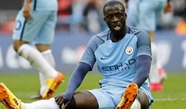 Touré tem uma sugestão para o dérbi de Manchester: jogar sem árbitro...